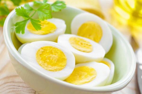 Trứng gà luộc