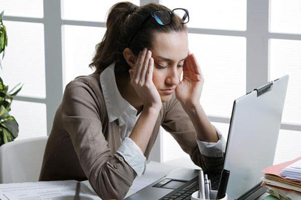 mỏi mắt khi dùng máy tính