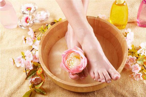 Thư giãn đôi chân mỗi tối với 2 cách detox dễ dàng