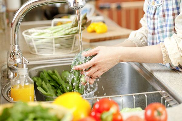 Rửa rau sạch