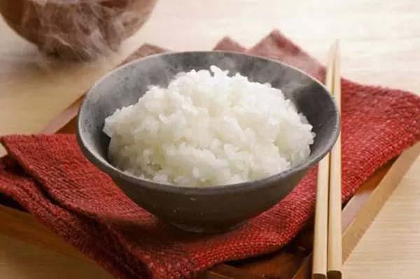 cách để cơm lâu thiu