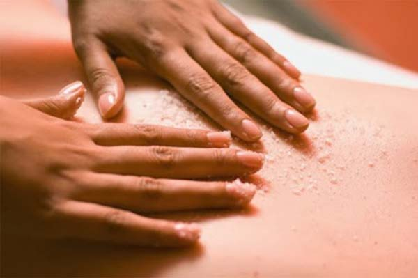 massage bụng với muối