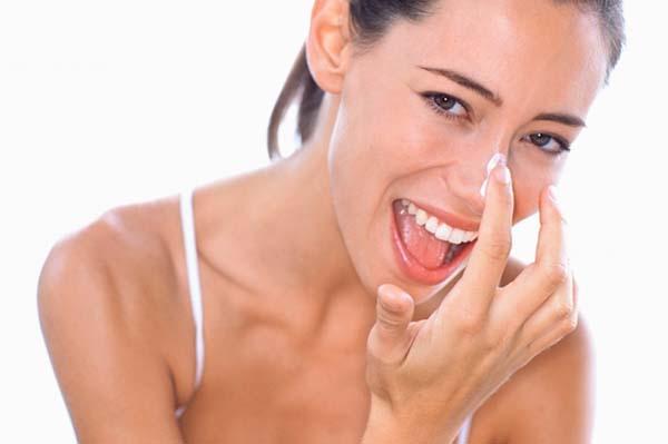 Bí quyết trị mụn cám ở mũi bằng kem đánh răng