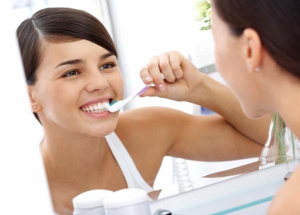 cách làm trắng răng với baking soda
