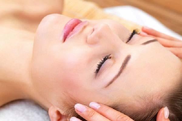 Mẹo massage mặt xóa tan da khô nhăn khi tiết trời vào đông