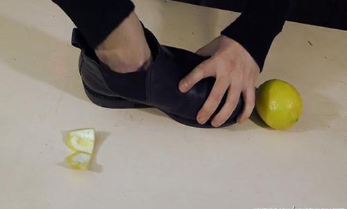 cách khử mùi hôi giầy bằng chanh