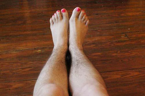 cách tẩy lông chân bằng kem đánh răng