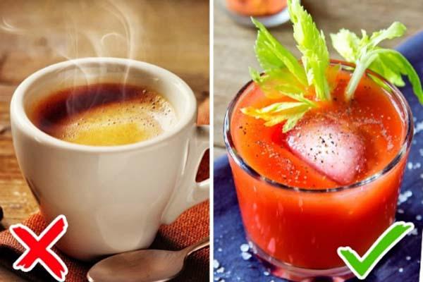 Tránh uống cà phê hoặc trà trên máy bay