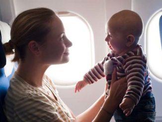 điều cha mẹ cần biết khi mang con trẻ lên máy bay