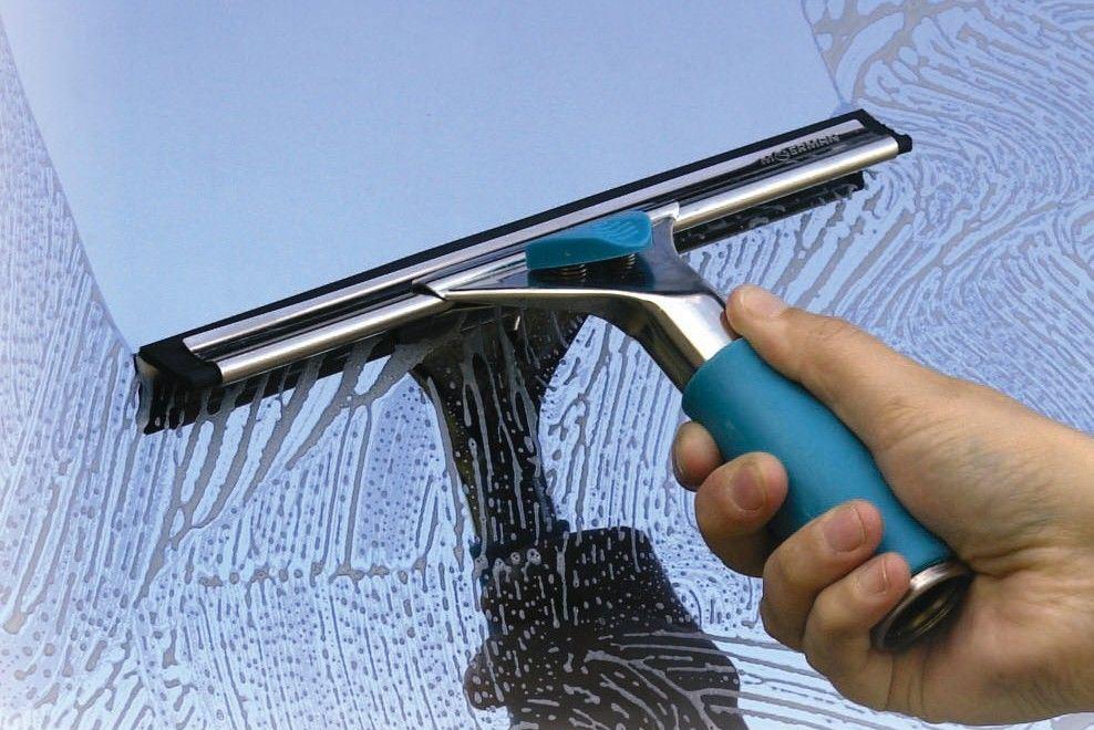 Cách vệ sinh cửa nhôm kính