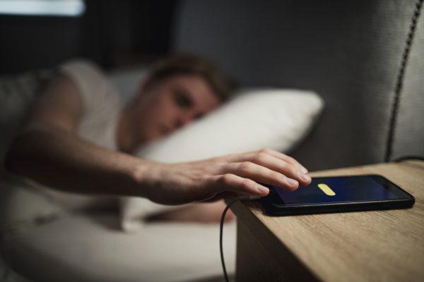 tránh xa các thiết bị điện tử